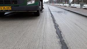 Efter rengøring var vejen klar til ny asfalt.