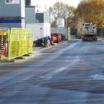 Stevns Miljø Service fejer parkeringsplads ved Delta Park i Vallensbæk